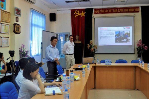 TS. Nguyễn Thanh Hải và Ông Andreas Grund trả lời các câu hỏi từ quý doanh nghiệp