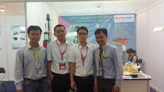 Chụp ảnh lưu niệm cùng đối tác HuaXiang Auto Packaging Machinery